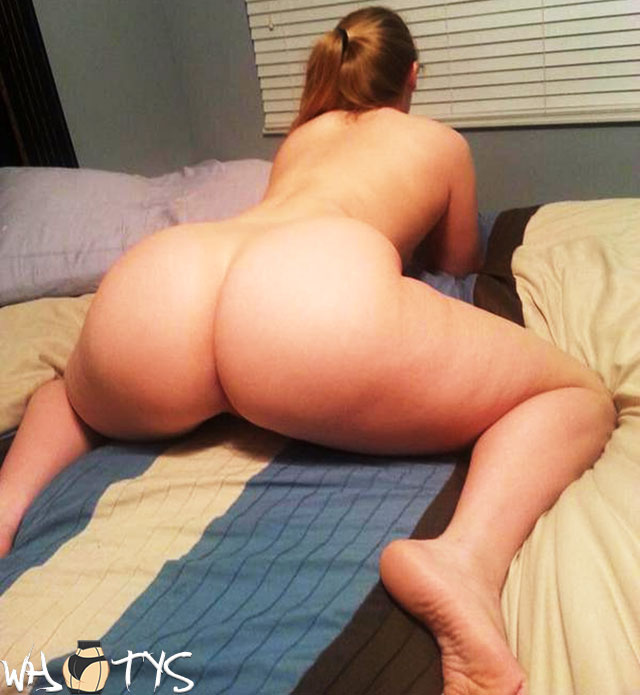 NSFW, Whootys, Pawg, Naked, Bed, Knees, Pony Tail